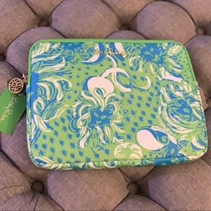 NWT Lilly Pulitzer tech clutch roar of the jungle